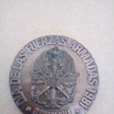 Trofeos y medallas: MEDALLA DÍA DE LAS FUERZAS ARMADAS, BARCELONA 81. Lote 234304335