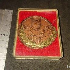 Trofeos y medallas: MEDALLA CONMEMORATIVA EN CAJA 75 AÑOS D EXCURSIONISME A SABADELL 1908 1983 . LEER DESCRIPCION. Lote 237209280