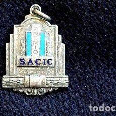 Trofeos y medallas: MEDALLA PREMIO SACIC ANTIGUA ESMALTADA 14. Lote 244396650