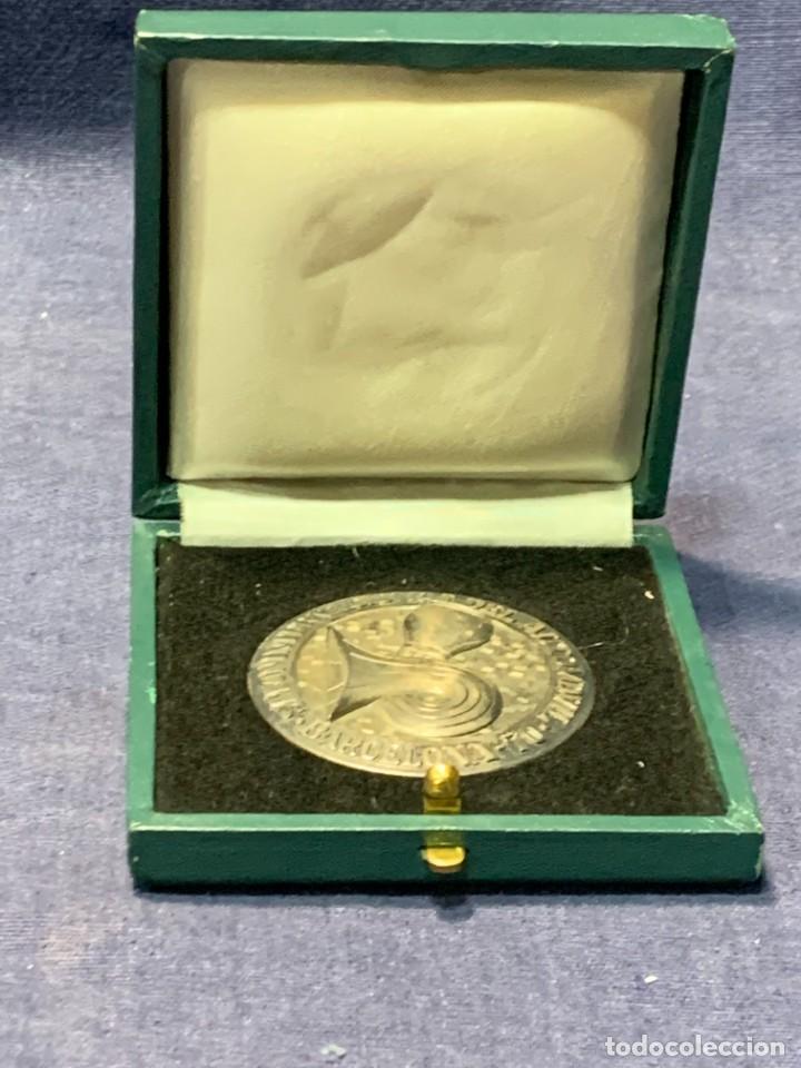 Trofeos y medallas: medalla PLATA 916/000 SALON INTERNACIONAL AUTOMOVIL BARCELONA 1970 ESTUCHE 5 cms - Foto 2 - 246150125