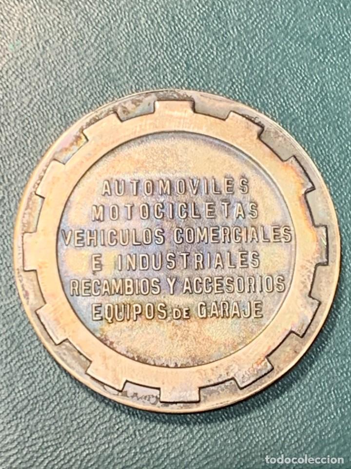 Trofeos y medallas: medalla PLATA 916/000 SALON INTERNACIONAL AUTOMOVIL BARCELONA 1970 ESTUCHE 5 cms - Foto 4 - 246150125