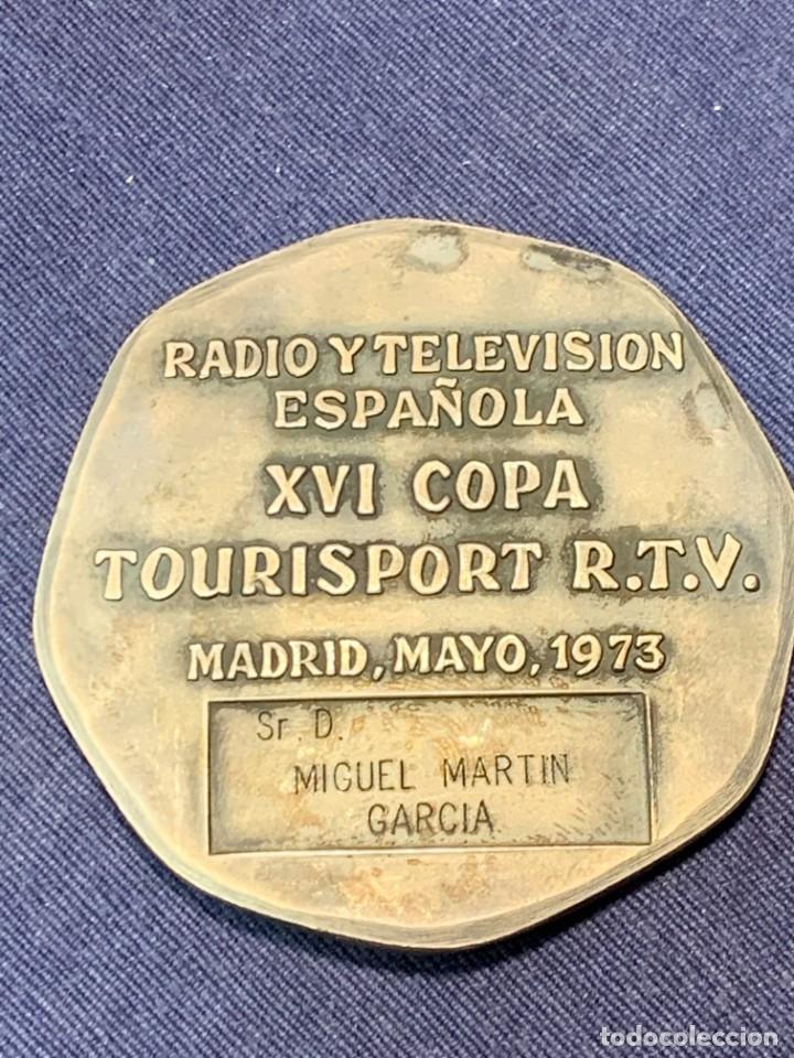 Trofeos y medallas: RTVE medalla DIAMETRO 6 cm XVI COPA TOURISPORT MADRID 1973 MIGUEL MARTIN GARCIA ZAMORA DIRECTOR - Foto 3 - 246152560