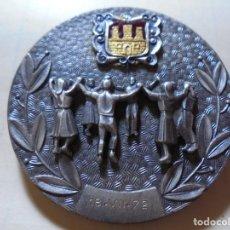 Trofeos y medallas: MAGNICICA ANTIGUA MEDALLA AJUNTAMENT SITGES EN HOMENATGE A ALEXANDRE RUL I VIVES 1972. Lote 248770825