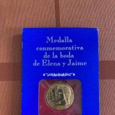 Trofeos y medallas: MONEDA / MEDALLA CONMEMORATIVA DE LA BODA DE INFANTA ELENA Y JAIME DE MARICHALAR, SEVILLA, 1995. Lote 253113855