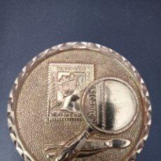 Trofeos y medallas: MEDALLA MUNDO VELA 92 EXPOSICION FILATELICA. Lote 258167030
