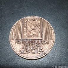 Trofeos y medallas: MEDALLA XXXIV EXPOSICION FILATELICA GRACIA ,CFNB 1983 , ESPAÑA PRIMER CENTENARIO. Lote 258785245