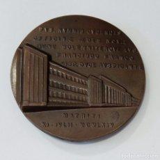 Trofeos y medallas: MEDALLA CONMEMORATIVA PVB NUMMIS CUDENDIS OFFINAE AEDES NOVAE FRANCISCO FRANCO. MATRITI 1964. Lote 261671180