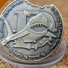 Trofeos y medallas: CURIOSA MONEDA SIMULANDO UN MORDISCO DE TIBURÓN ( DIÁMETRO 4 CMS). Lote 261835095