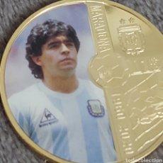 Trofeos y medallas: PRECIOSA MONEDA DE COLECCION DEL MITICO MARADONA. MONEDA NUMERO 5.. Lote 261897430