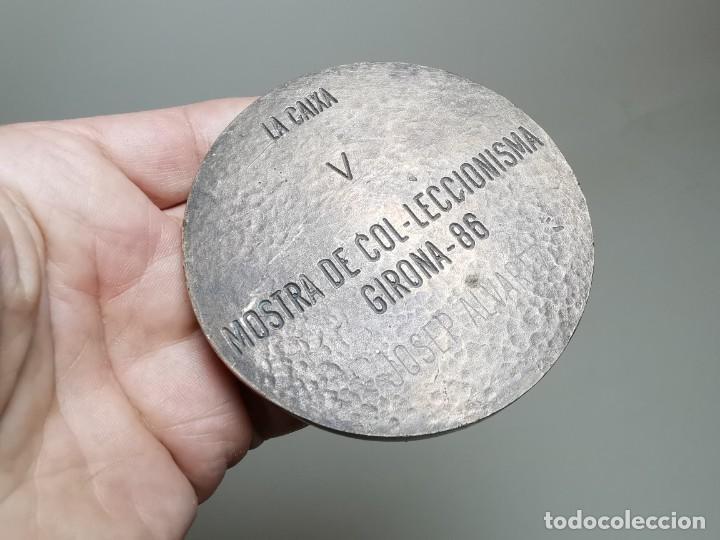 Trofeos y medallas: GRAN MEDALLON MEDALLA BRONCE 225 GRAMOS PESO-LA CAIXA V MOSTRA COL.LECCIONISTA GIRONA 1986-CARMANIU - Foto 15 - 262265445
