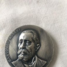 Trofeos y medallas: DR. BARTOMEU ROBERT 1842 - 1902. L'HOME ESTIMAT PER TOT UN POBLE. 1977 BARCELONA. Lote 263884835