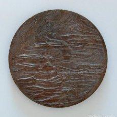 Trofeos y medallas: MEDALLA CONMEMORATIVA. SIN REFERENCIA. PAISAJE EN RELIEVE. Lote 264200104