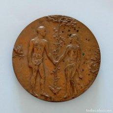 Trofeos y medallas: MEDALLA CONMEMORATIVA. ENLACE 1986. RELIEVE ADAN Y EVA. Lote 264205732