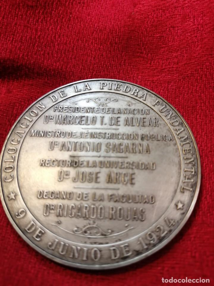 Trofeos y medallas: RARA MEDALLA CONMEMORATIVA 1924 FUNDACIÓN FAC. FILOSOFÍA DE LA UBA - ARGENTINA - Foto 2 - 264246960