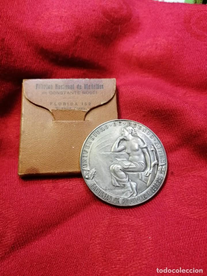 Trofeos y medallas: RARA MEDALLA CONMEMORATIVA 1924 FUNDACIÓN FAC. FILOSOFÍA DE LA UBA - ARGENTINA - Foto 3 - 264246960