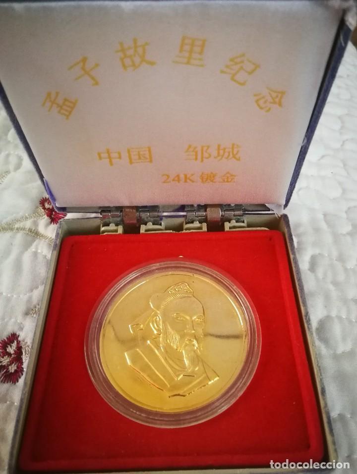 MEDALLA CHINA BAÑADA EN ORO 24K EN SU ESTUCHE ORIGINAL (Numismática - Medallería - Trofeos y Conmemorativas)