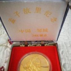 Trofeos y medallas: MEDALLA CHINA BAÑADA EN ORO 24K EN SU ESTUCHE ORIGINAL. Lote 265733929