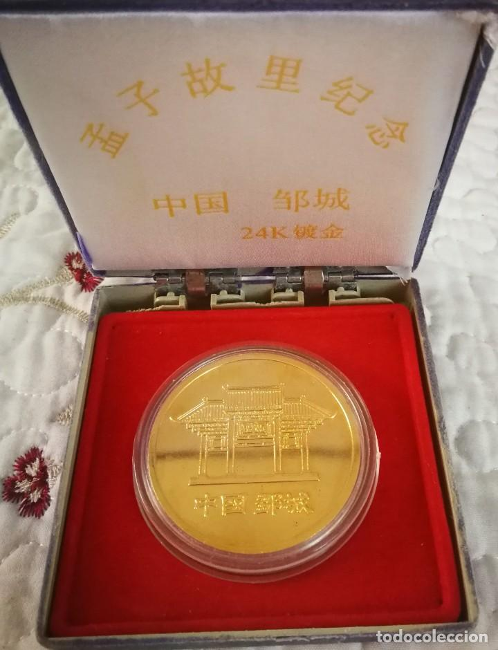 Trofeos y medallas: MEDALLA CHINA BAÑADA EN ORO 24K EN SU ESTUCHE ORIGINAL - Foto 2 - 265733929
