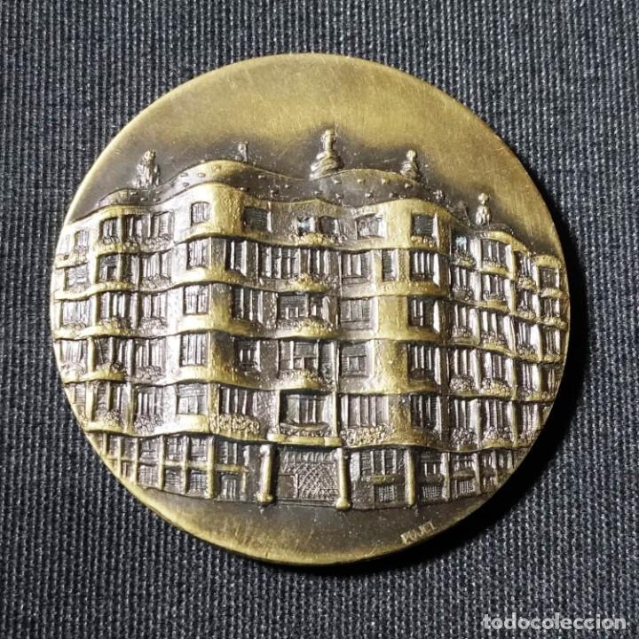 CASA MILÀ LA PEDRERA DE ANTONIO GAUDÍ, CONMEMORA TURISMO DE BARCELONA 1990, MEDALLA DE BRONCE, PUJOL (Numismática - Medallería - Trofeos y Conmemorativas)
