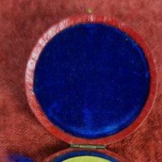 Trofeos y medallas: MEDALLA CONMEMORATIVA DE LA ASCENSION A LA TORRE EIFFEL. METAL DORADO. 1899.. Lote 277699198