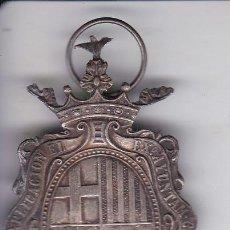 Trofeos y medallas: MEDALLA EN PLATA A LA APLICACION 4,3 X 2,4 CM DEL AYUNTAMIENTO CONSTITUCIONAL 1920. BARCELONA.. Lote 287359893