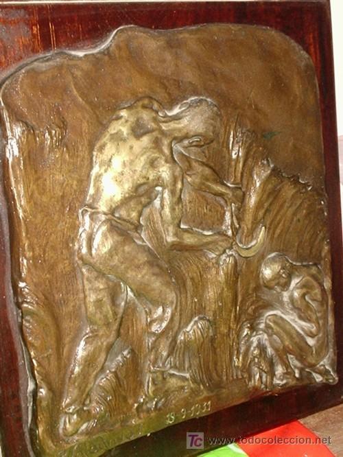 Varios objetos de Arte: PLACA ANTIGUA EN BRONCE SOBRE MADERA FIRMADA - Foto 3 - 26439509