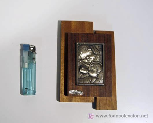 REGALO DE RECIEN NACIDO CON FONDO DE MADERA Y PLATA DE LEY. (Arte - Varios Objetos de Arte)