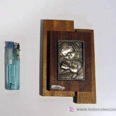 Varios objetos de Arte: REGALO DE RECIEN NACIDO CON FONDO DE MADERA Y PLATA DE LEY.. Lote 21358192