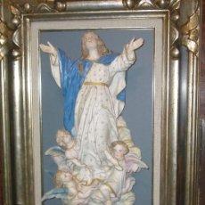 Varios objetos de Arte: EXCLUSIVA BENDITERA VIRGEN Y ANGELES DE BISCUIT POLICROMADO INMACULADA. Lote 25316372