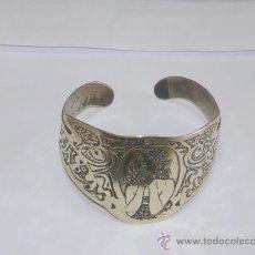 Varios objetos de Arte: PULSERA GRABADA DE LATÓN, AÑOS 60-70.. Lote 12764351