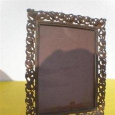 Varios objetos de Arte: PORTARETRATO DE BRONCE. Lote 17387864