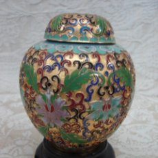 Varios objetos de Arte: TIBOR DE ESMALTE CLOISONNE CON BASE DE MADERA. Lote 18842473