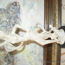 Varios objetos de Arte: ELEGANTE FIGURA , 27 CMS. CON PIE. Lote 21224761