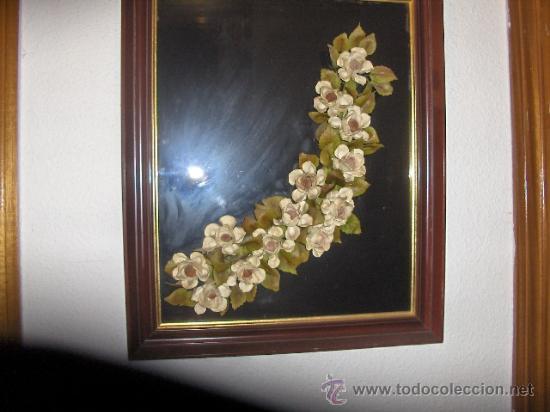 CUADRO CRISTAL NEGRO Y RAMOS DE FLORES EN MIGA DE PAN. MEDIDA 68 X 49 CM. (Arte - Varios Objetos de Arte)