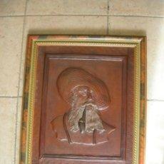 Varios objetos de Arte: CORDOBAN O GUADAMECI CUERO REPUJADO MOTIVO PERSONAJE TIPICO, RELIEVE -43 X 52 CM CON MARCO FDO. JEGA. Lote 27177403