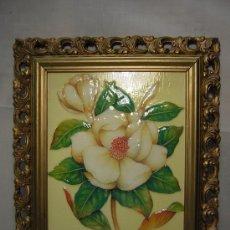 Varios objetos de Arte: CUADRO LAMINA PINTADO EN RELIEVE ESMALTADO. MARCO DORADO MADERA. Lote 29888722