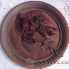 Varios objetos de Arte: BONITO CUADRO ELABORADO A MANO CON CUERO Y MADERA.ANTIGUO.. Lote 30175034