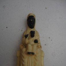 Varios objetos de Arte: VIRGEN DE MONTSERRAT DE PLASTICO MUY PEQUEÑA. Lote 31274069