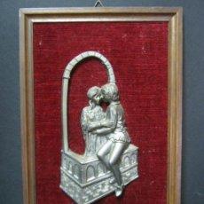 Varios objetos de Arte: ANTIGUO CUADRO EN RELIEVE - TRABAJO EN PELTRE - ROMEO Y JULIETA. Lote 32006684