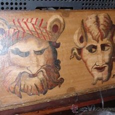 Varios objetos de Arte: CUADRO DE DOS MASCARAS PINTADO SOBRE TABLA. AUTOR MONSEÑOR. MEDIDA 44 X 24,5 X 2,7CM. Lote 32580258