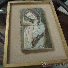 Varios objetos de Arte: BONITO CUADRO CON CERAMICA GRABADA Y PINTADA A MANO, FIRMADA. Lote 68937463