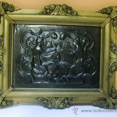Varios objetos de Arte: MARCO DORADO CON ESCENA BRINDANDO, REPUJADO EN PLANCHA FINA. Lote 33641707