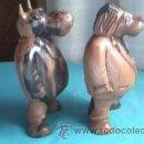 Varios objetos de Arte: LOTE DE 2 TALLAS DE MADERA NOBLE.UN LEÓN Y UN HIPOPÓTAMO.GORDOS Y CON TRAJE.. Lote 35237065