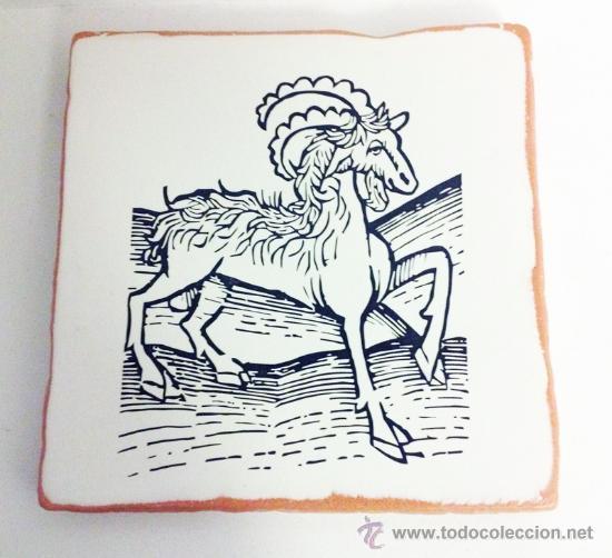 GRABADO ANTIGUO DE ANIMAL IMPRESO EN BALDOSA DE BARRO. 20X20 CM. IMPRESIÓN DIRECTA SOBRE LA LOSA (Arte - Varios Objetos de Arte)