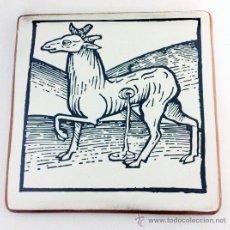 Varios objetos de Arte: GRABADO ANTIGUO DE ANIMAL MITOLÓGICO IMPRESO EN BALDOSA DE LADRILLO 20X20 CM. Lote 35379427