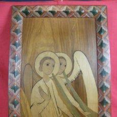 Arte: ANGELES ARCANGELES TROMPETAS MARQUETERÍA VARIAS MADERAS MARCO POLICROMADO FIRMA PTVT 63 38X24. Lote 36274619