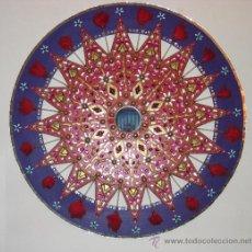 Varios objetos de Arte: PIEZA DECORATIVA DECORADA CON PIEZAS DE LATÓN, PEDRERIA, BISUTERIA, CRISTAL - MEDIDA DIAMETRO 90 CM.. Lote 36774343