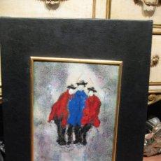 Varios objetos de Arte: ESMALTE SOBRE CHAPA 3 PERSONAJES FIRMADO - M.RUEDA - ENMARCADO SOBRE AGLOMERADO FONDO VINILO NEGRO. Lote 37008014