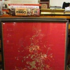 Varios objetos de Arte: ANTIGUA SEDA DE KIMONO DE GUEISHA, BORDADA A MANO, ENMARCADA. CON CERTIFICADO DE AUTENTICIDAD. BAMBU. Lote 41391032