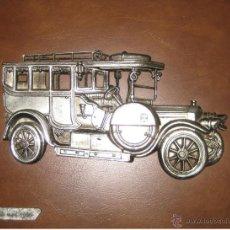 Varios objetos de Arte: PRECIOSO CUADRO EN RELIEVE DE COCHE MODELO ITALA 1906 SOBRE PIEL MARRON. Lote 43803989